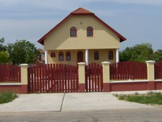 Four Bedroom House Close to Budapest & Airport, Pakozd