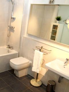Newly Fitted Large Family Bathroom