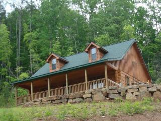 Two Bedroom Log Cabin  For Mountain Vacation