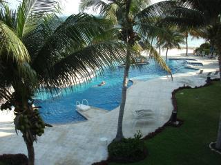 Beachfront Villa 3 bd. 3 ba - A real WOW ! !, Puerto Morelos