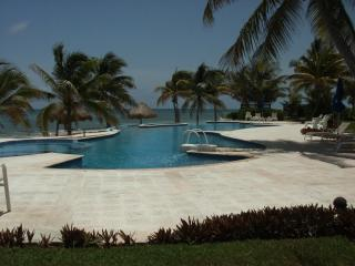 Beachfront Villa 3 bd. 3 ba, 2400 sq.ft. of luxury - A real Wow awesome view!!!.