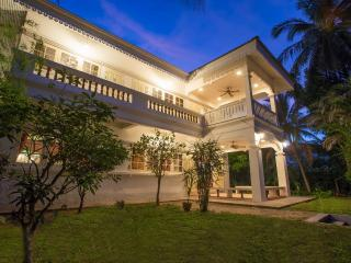 Beautiful Colonial Style  4 Bedrooms Villa short walk from the beach