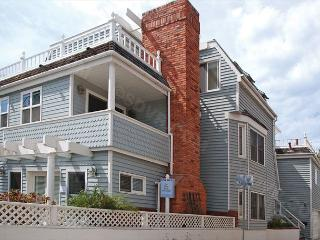 816 Monterey Court- 3-bedroom vacation rental. Sleeps 9 Steps to Bay/ Beach, San Diego