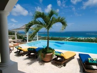 Villa Coralia with Panoramic Ocean View, Orient Bay