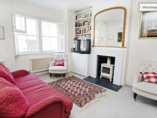 4 bed family home with garden, Chelsea Harbour, London