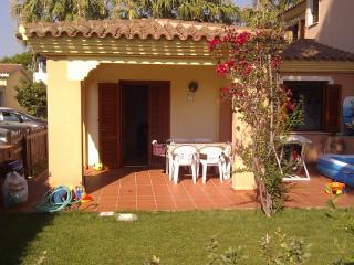 San Teodoro: house with garden in the city center