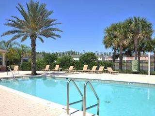 4 Bedroom Townhouse in Gated Resort with Pool, Kissimmee