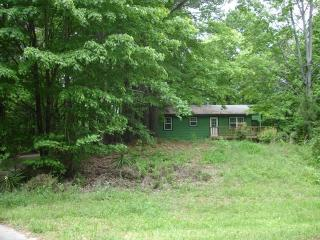 Cabin, with a pool and lake/fishing access!, Chattanooga