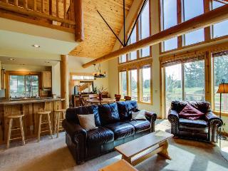 Lots of windows, tall ceilings, lodge-like interior!, Redmond