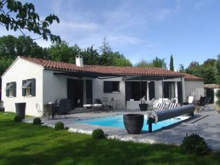 Superb Aix En Provence Holiday Rental Villa with a Pool