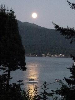 Full moon over Horseshoe Bay!