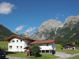 Apartment Tennengebirge -modern with mountain view