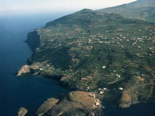 Oceanfront Villa in a unique Mediterranean Island