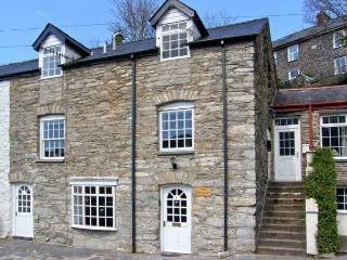 THE GRANARY, two separate living areas within or used as one house, parking, pet-friendly, in Machynlleth, Ref 16309