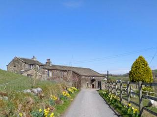 TRUE WELL HALL BARN CTG, cosy accommodation overlooking stables, close walking, Haworth, Ref 24430
