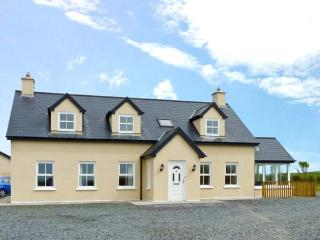 THE LOOKOUT open fire, coastal views, off road parking, near Skibbereen Ref