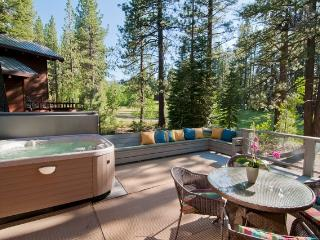 NORTHSTAR LODGE+HOTTUB AMAZING, SUNNY, FAMILY HOME