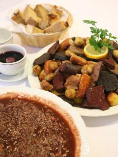 Sarrabulho, prato típico