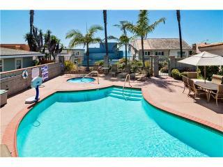 Modern 2BR w/ pool, hottub, view, beach access!