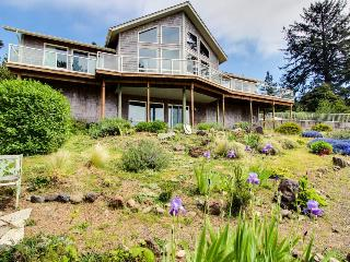 Dog-friendly house w/amazing ocean views, easy beach/park access, game room, Seal Rock