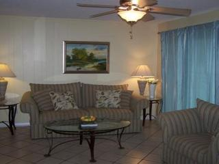 Close to the BEACH in the HEART OF DESTIN! First floor unit with easy access!, Destin