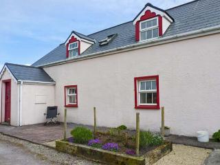 FUSCIA COTTAGE, solid fuel stove, en-suite facilities, open plan living area