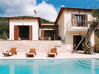 Luxury villa steps from the beach, villa Christina, Sivota