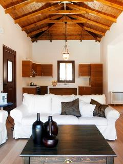 Wooden tall roofs and articrafts in classy living room