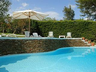 A quiet, airy villa within walking distance to the Cannes- Mougins golf course. AZR 066, La Celle-sous-Gouzon