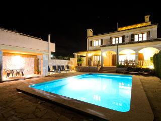 Modern and luxury villa with private pool and to 300m from Cala Millor's beach.