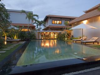 Hideaway villa in honeymoon resort