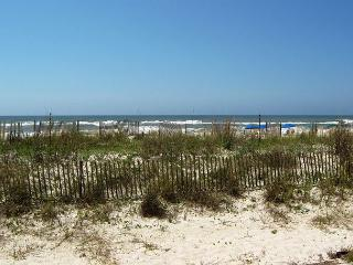 Large Gulf Front Ground Floor 2 Bedroom 2 Bath, Fort Walton Beach