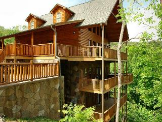 Gatlinburg Cabin in the mountains  REDNECK RITZ 724
