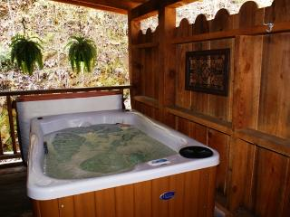Honeymoon Hideaway - Smoky Mountain Cabin, Sevierville