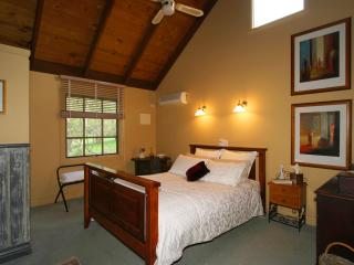Trawool Cottages -  Pet friendly available, Seymour