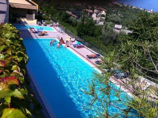 Garda Lake, Residencial flat with swimming pools, Gardone Riviera