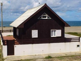 Detached cottage holiday house exclusively located, sea front with beautiful sea views., Aveiro