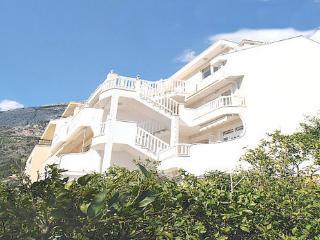 Villa Bonaca - family apartment on the Adriatic, Baska Voda
