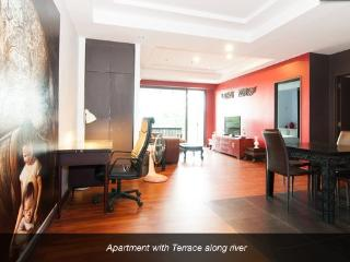 Large one bedroom with terrace wifi & maid service, Bangkok