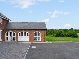 NUMBER 6, pet-friendly, pretty views, ground floor accommodation, near Bodfari, Ref. 25507, Denbigh