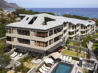 406 -   THE GLEN APARTMENTS, Camps Bay