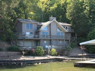 3000ft² - 4 BR (3 Master Suites) 3.5 BA Lake House, Camdenton