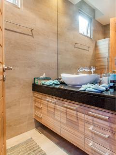 Main Floor 1/2 Bathroom