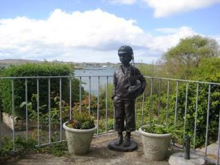 Derryinver House - Spectacular views, Walking distance to Beach & Clifden Town.