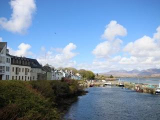 Roundstone Village - Elegant, modern, stunning panaromic views over Roundstone Harbour, sleeps 11