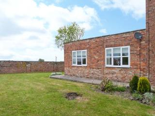 WEST END, single-storey, pet-friendly cottage, ideal for walking, cycling, Pocklington Ref 24516
