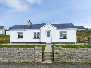 CURRIS COTTAGE, pet-friendly cottage with woodburner, garden, close beach, Kilcar Ref 25061