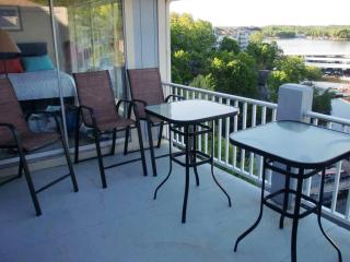 Regatta 3 BR Penthouse Townhouse, Lake Ozark