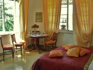 Rentals at Villa Terrace, Close to Leaning Tower of Pisa, Pise
