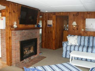 Perfect for the Beach Lover in you. This cottage is pure Cape Cod!!